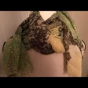 Accessories - Pretty lightweight scarf